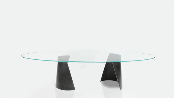 SERRA dining table