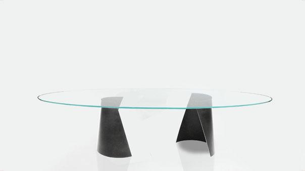 SERRA dining table