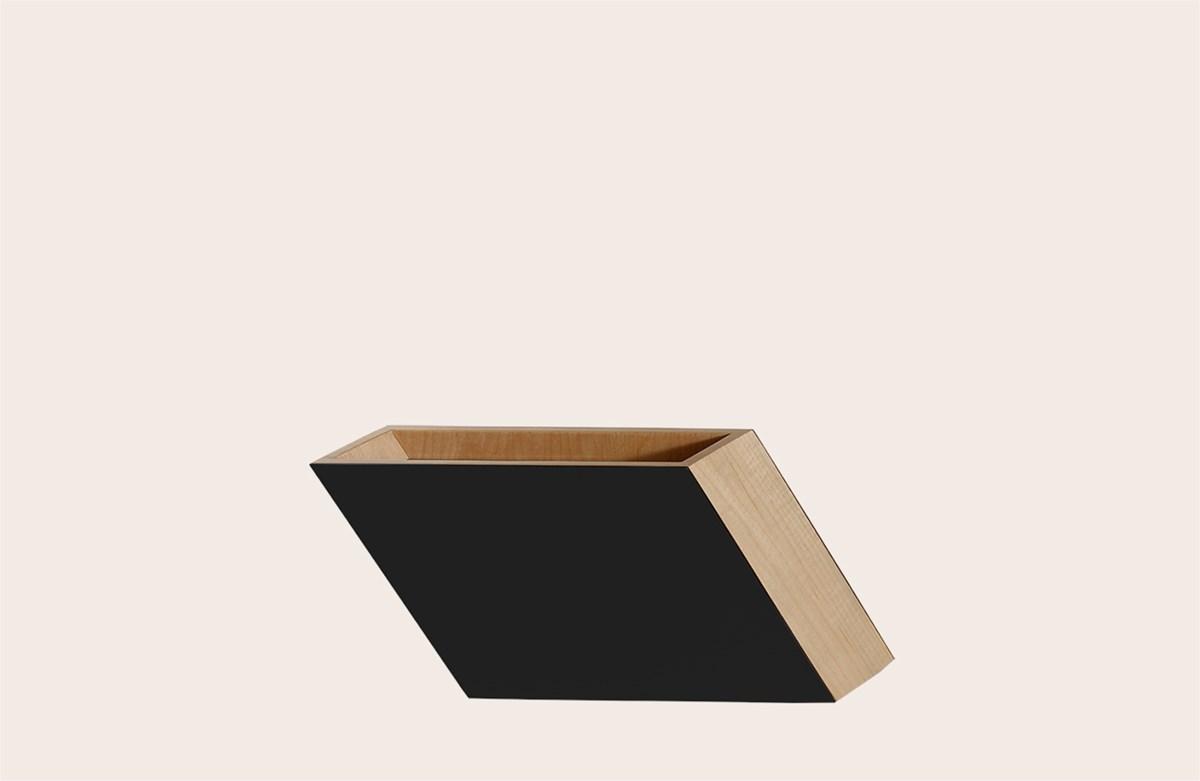 Shadow Vase Black Medium